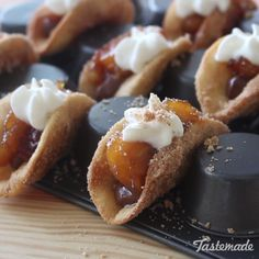 Tacos These mini dessert tacos guarantee a perfect bite of crunchy crust, chocolate, banana and cream in every bite!These mini dessert tacos guarantee a perfect bite of crunchy crust, chocolate, banana and cream in every bite! Desserts Potluck, Mini Desserts, Just Desserts, Delicious Desserts, Yummy Food, Keto Desserts, Bite Sized Desserts, Disney Desserts, Food Cakes