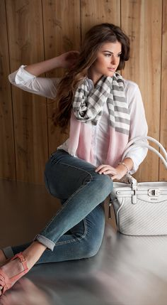 that pink in the scarf makes this outfit so cute!