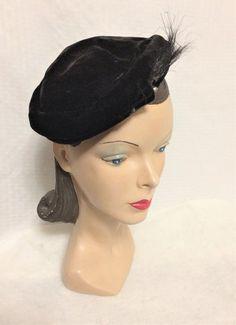 Vintage Side Tilt Hat Black Velvet with Horse Hair and Rhinestone 50s Vintage, Vintage Ladies, Vintage Hats, Wide-brim Hat, Horse Hair, 1950s Fashion, Fashion Flats, Black Velvet, Tilt