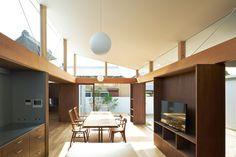 Galería de Casa con Jardines y Techos / ARII IRIE ARCHITECTS - 4