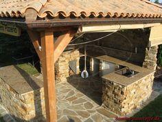pool mit mediterraner mauer und kleinem poolhaus mit. Black Bedroom Furniture Sets. Home Design Ideas
