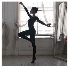 Phoebe Tonkin | Ballet