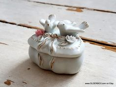 Porcelain Wedding Box for rings Heart Box opening heart with two birds pigeons on heart motif casket pix wedding porcelain heart P12/774