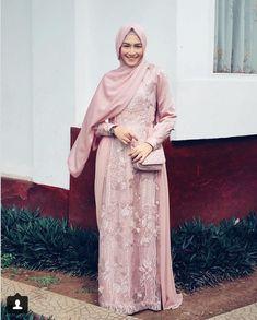 Contoh baju juga Hijab Gown, Kebaya Hijab, Hijab Dress Party, Hijab Style Dress, Casual Hijab Outfit, Kebaya Lace, Kebaya Dress, Dress Pesta, Model Kebaya Muslim