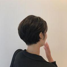 요즘 머리하러 오시는 고객님들 부슬부슬 곱슬머리도 예쁘게! 커트! 드라이 하지마세요 그냥 포마드로 잔머리 쓱쓱 발라주세요 . . . . . #차홍아르더 #차홍아르더도산점 #숏컷#숏단발#여자머리 #여자머리스타일 #포마드#스타일링 @chahong_official @chahong.cosmetics_official @chahong.salon_review Short Styles, Pixie Styles, Medium Hair Styles, Long Hair Styles, Best Short Haircuts, Cool Haircuts, Hairstyles Haircuts, Girl Short Hair, Short Hair Cuts
