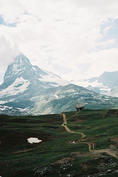 Matterhorn // Switzerland // what I wouldn't give to see this someday......