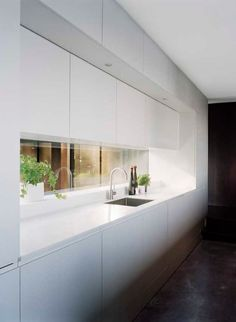 46 Great Examples of White Contemporary Kitchen Cabinets White Contemporary Kitchen, Contemporary Kitchen Cabinets, Modern Kitchen Design, Kitchen White, Küchen Design, Design Case, Design Ideas, Interior Design, Long Narrow Kitchen