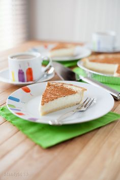 A South African favourite, Milk Tart has a shortbread like pastry & is filled with a milky custard dusted with cinnamon. Simple but good! Pastry Recipes, Pie Recipes, Sweet Recipes, Cooking Recipes, Finger Desserts, Fun Desserts, Milktart Recipe, Mini Tartlets, Milk Tart