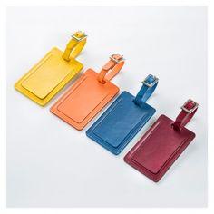 <p>Créée en exclusivité par The Conran Shop, cette étiquette à bagages est fabriquée exclusivement en cuir italien dans les règles de l'art.</p>