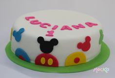 Para celebrar su primer cumpleaños.  www.mocka.co  #mocka #pasteleria #cakeshop #mickey #minnie #birthdaycake #tortacumpleaños #mickeymouse #minniemouse