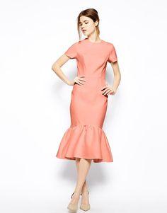 ASOS | ASOS Pencil Dress With Peplum Hem In Texture en ASOS