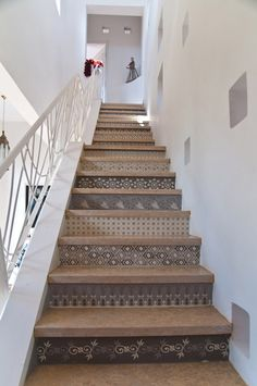 Prenons le temps - Page 19 - Prenons le temps Let's take the time - Page 19 - Let's take the Stenciled Stairs, Painted Stairs, Painted Floors, Tile Stairs, Wood Stairs, Basement Stairs, Attic Master Suite, Escalier Design, Stair Decor