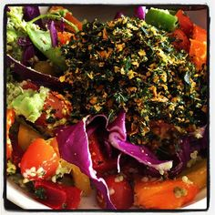 Looking for a quick, easy lunch idea? Here you go! I just made this: avocado, cherry tomatoes, orange/red/yellow/green bell peppers, cilantro, red cabbage, topped with Brad's Raw Foods kale chips (or make your own). #fitness #health #paleo #vegan #plantbased #veganfoodshare #nutrition #eatforhealth #lunch
