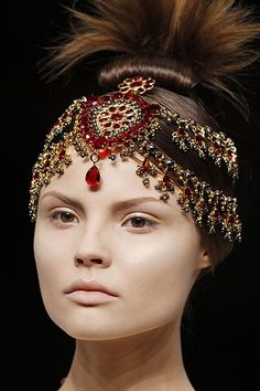 Magdalena Frackowiak for Alexander McQueen close-up - look 27