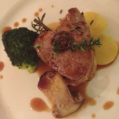 Veal medallion with black olives and orange aroma