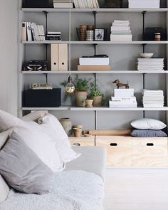 8 Simple Bedroom Storage Design Ideas With Less is More Concept – Design & Decor Home Living Room, Living Room Decor, Living Spaces, Billy Ikea, Estilo Interior, Interior Styling, Decor Room, Home Decor, Tv Decor
