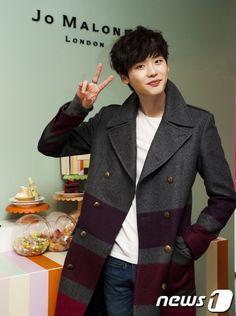 Lee Jong Suk on Check it out! Lee Jong Suk, Jung Suk, Lee Jung, Lee Min Ho Dramas, Kang Chul, Doctor Stranger, Kim Bum, Kim Joon, Asian Love