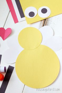 Heart Bee Valentine Craft – Housing a Forest Valentine Crafts For Kids, Holiday Crafts, Home Crafts, Valentines, Valentine Cards, Kids Crafts, Emotional Support Classroom, Art Projects, Projects To Try