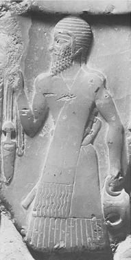 An Akkadian soldier wearing a sash. This soldier is from a later period, but the sash is similar to those worn by the soldiers on Sargon's victory stele. Sargon is circa 2350 B.C., which is only about a hundred years after the Standard of Mari, so it is reasonable to assume that Akkadian soldiers in the ED III period also wore sashes.