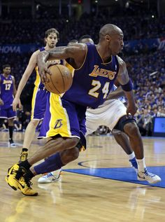 Every Sneaker Kobe Bryant Played In Nba Players, Basketball Players, Soccer, School Football, Nfl Football, What The Kobe, Kobe Bryant Pictures, Kobe Bryant Nba, Kobe Bryant Black Mamba