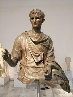 Parte de una estatua ecuestre de Augusto hallada en el mar entre las islas de Eubea y Hagios Efstratios. Atenas, Museo Arqueológico Nacional.