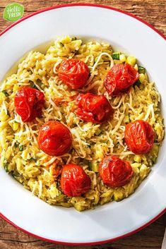 Recept voor makkelijke orzo met tomaatjes uit de oven / Italiaans / kindvriendelijk / snel klaar / familie recept / kids recipe / veggie / vegetarisch / kaas #hellofresh #maaltijdbox #recept #recepten #avondmaal #lekker #tasty #best #recipe #orzo #italiaans #kindvriendelijk #kidsrecipe #familierecept #veggie #vegetarsch #snelklaar Bastilla, Pasta, Fresh, Drinks, Ethnic Recipes, Food, Vegetarian Lasagne, Drinking, Drink