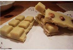 Wusstet ihr, dass es ganz leicht ist, Schokolade ohne Kuhmilch, Zucker und künstliche Zusatzstoffe herzustellen? Mit freundlicher Genehmigung von: Zutaten: 50 g Kakaobutter 20 g Kokosöl Mark einer...