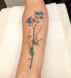 Non ti scordar di me... Volgarmente anche chiamato Myosotis.  Per una grande amicizia. Grazie Matteo e Tania  BORÀ TATTOO: via Birago 7 (PG). Per prenotazioni e consulenze, potete passare in studio dal mar. al sab.dalle 18:30 alle 19:30. #borà #boratattoo #tat #tattoo #tattoos #tatuaggi #tattoocolor #colortattoo #acquerello #watercolor #watercolour #watercolortattoo #watercolurtattoo #tattoolove #lovetattoo #tattoomodel #modeltattoo  #perugia #perugiatattoo #tattooperugia #tattooersubmi...