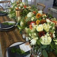 Gorgeous #tabletops for tonight's @californiaweddingday event at #oueskyspace #florals #lillabello