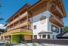 Alpinhotel Keil in Olang Hotels, Mansions, House Styles, Winter, Travel, Home Decor, Don't Care, Vacation, Summer Recipes