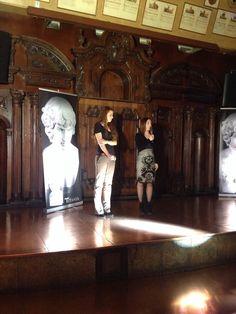 Presentación de 'Garden Manor. Juega conmigo' (Titania), de Malenka Ramos, el 21 de mayo de 2015 en la sala Alegoría de Madrid. Mayo, Madrid, Painting, Painting Art, Paintings, Painted Canvas, Drawings