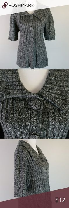 Kim Rogers thick grey short sleeve cardigan Sweater is in variegated shades of gray for a speckled look with large covered buttons and a lay down collar and short sleeves. 100% acrylic. Bust 43.5  Back length 23.5 Kim Rogers Sweaters Cardigans