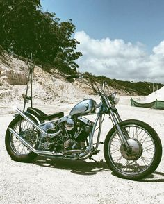 """Not entirely finished but my boy @cohenarthur did an amazing job on my shovel! Built in a garage, painted with rattle cans. Still a few things to tweak and another sissy bar to come but for now I'm keen to tighten her all up and put some miles down. Instagram say hello to """"Winnie"""" #winnieblues #wheremysissystu"""