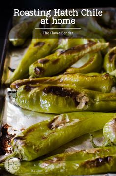 How to roast Hatch Chile at home - Get to the stores and buy Hatch Chile in bulk! You can roast them at home with this super easy guide and store them in your freezer even after they are out of season! Hatch Green Chili Recipe, Green Chili Recipes, Hatch Chili, Veggie Recipes, Mexican Food Recipes, Hatch Chile Salsa, Chili Chili, Grilling Recipes, Drink Recipes