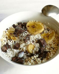 Puffed millet with banana, coconut, dark chocolate and vanilla...nomnom