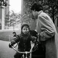 New York 1954 - He's not liking what he's hearing…© Vivian Maier Photographer