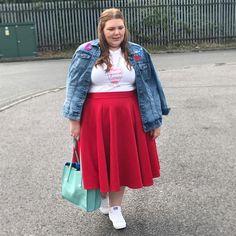 Hollie B (@prettybigbutterflies) • Instagram photos and videos Plus Size Fashion, Midi Skirt, Photo And Video, Lady, Videos, Skirts, Photos, Inspiration, Instagram
