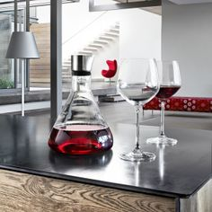 The Blomus DELTA Decanter Carafe offers a smart solution: the wine is filtered and aerated while being poured into the carafe through the lid.