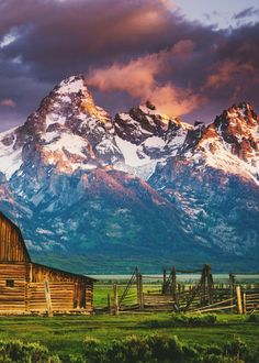 Mormon Row, Grand Teton National Park, Wyoming // I know exactly where this is and I've been here and it's gorgeous. Grand Teton National Park, National Parks, Places To Travel, Places To See, Voyage Usa, Photos Voyages, Parcs, Beautiful Landscapes, Wonders Of The World