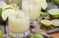 DIY energy drinks (the healthy way) Detox Drinks, Healthy Drinks, Healthy Recipes, Healthy Meals, Health Benefits Of Lime, Bebidas Detox, Fruit Infused Water, Natural Energy, Natural Healing