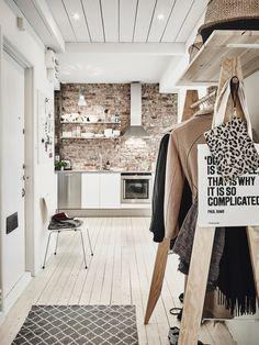 nl: Wabi Sabi Trend d& woontrend van Brick Wall Kitchen, Swedish Interior Design, Apartment Interior, Rustic Apartment, Wabi Sabi, Home Kitchens, Home Accessories, Design Inspiration, Kitchen Inspiration
