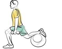 Agachamento na bola - O avanço com bola deve ser feito com o pé elevado na linha dos quadris. Realize a flexão e extensão dos joelhos (sem esticá-los totalmente). Os pesos ajudam no equilíbrio (podendo variar, com a mão na cintura) e na sobrecarga.