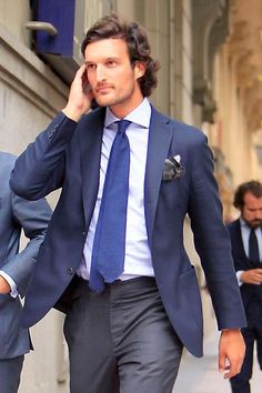 Rafael Medina, Duke of Feria my dear friend Blue Blazer Men, Blue Blazer Outfit, Blazer Outfits, Mens Fashion Wear, Suit Fashion, Men's Business Outfits, Mens Attire, Sartorialist, Men Street