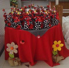 Decoração de Festas By Catia Lins: TEMAS: BONECA e JOANINHA Bug Birthday Cakes, First Birthday Cupcakes, Baby Birthday, 1st Birthday Parties, Birthday Party Decorations, Birthday Animals, Ladybug Crafts, Ladybug Party, Tinkerbell Party Theme