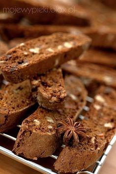 Piernikowe biscotti z melasa Coffee Bread, Coffee Cake, Biscotti, Cookie Recipes, Dessert Recipes, Delicious Desserts, Yummy Food, Gingerbread Cake, Breakfast Pastries