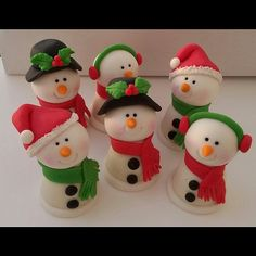 Ideas For Cupcakes Decoration Navidad Tutorials Christmas Cake Designs, Christmas Cake Topper, Office Christmas Decorations, Christmas Cupcakes, Christmas Sweets, Christmas Baking, Christmas Crafts, Clay Projects, Clay Crafts