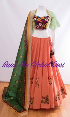 CC2081 #WEDDING2018 #NAVARATRICHANIYACHOLI #MEHENDI #ethnicclothes #RECEPTION #SANGIT #WEDDING #NewArrival #BRIDAL2018 #indianweddingclothes #CHANIYACHOLI #LEHENGA #GOWN #CHANIYACHOLIDESIGN #INDIANCLOTHES