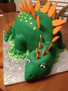 Dinosour butter pecan cake by Micheline Boudreau