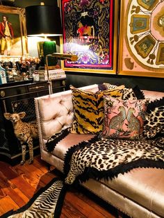 haus interieurs James Kivior's Maximalist Eclectic Home Maximalist Interior, Deco Originale, Eclectic Decor, Eclectic Bedrooms, Bohemian Bedrooms, Eclectic Design, Bohemian Style Rooms, Eclectic Furniture, Eclectic Living Room