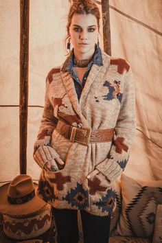 Boho style jacket, hippie sweater, boho winter outfits Western Chic, Western Wear, Double D Ranch, Boho Trends, Moda Boho, Knitwear Fashion, Boho Fashion, Fall Fashion, Fashion Ideas